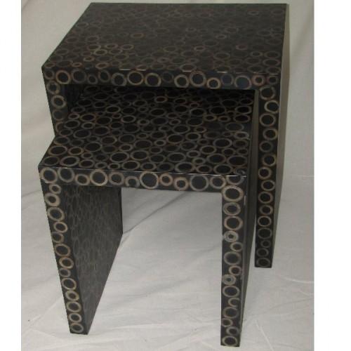 Table gigogne en paire en bois bambou et resine. Motif rond. 50 x 40 h. 55