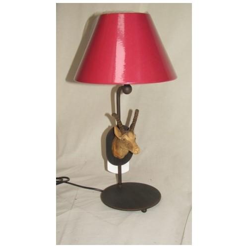 LAMPE à Poser Ryckaert Motif Bouquetin taillé en bois. Abat jour Rouge  haut 47cm larg. 25 cm