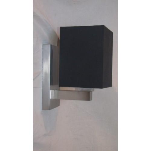 Applique Moderne Cube. Abat jour noir. Base inox. Haut 29 cm Larg. 15 cm Prof 22 cm