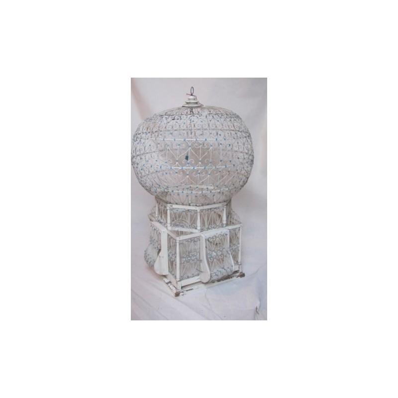 https://www.styles-interiors.ch/2519-thickbox/cage-a-oiseaux-ancienne-metal-peint-blanc-et-bleu-ciel.jpg