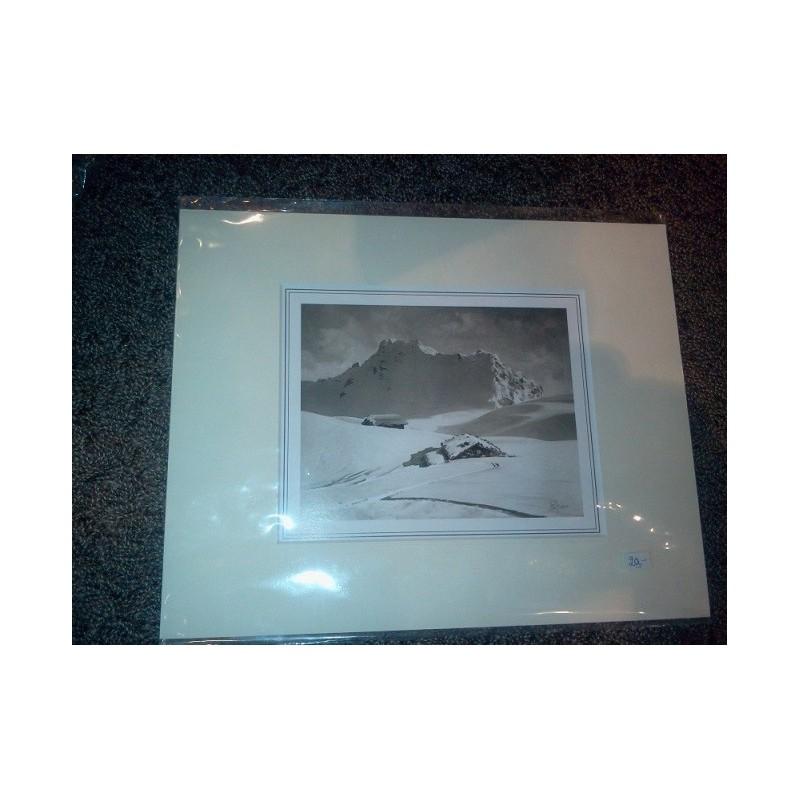 https://www.styles-interiors.ch/437-thickbox/photo-paysage-d-hiver-noirblanc-dans-un-cache-colcreme-dim-du-cache-24x30cm.jpg