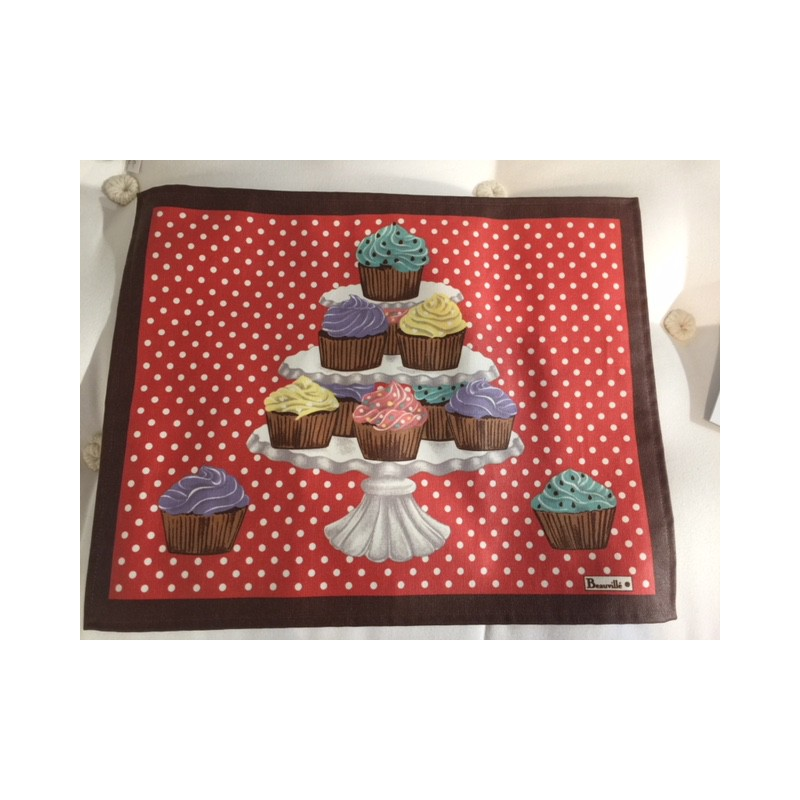 https://www.styles-interiors.ch/5081-thickbox/set-enduit-delices-col1-rouge-avec-cupcakes-dim38x48cm-beauville.jpg
