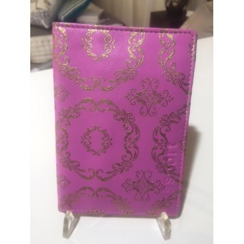 pochette passeport DESIGNERS GUILD - cuir rose motifs or 10 x 14,5 cm