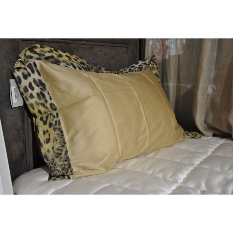 https://www.styles-interiors.ch/5378-thickbox/housse-de-couette-240-x-240-cm-et-2-taies-d-oreiller-65-x-65-cm-mastro-raphael-savage-leopard.jpg