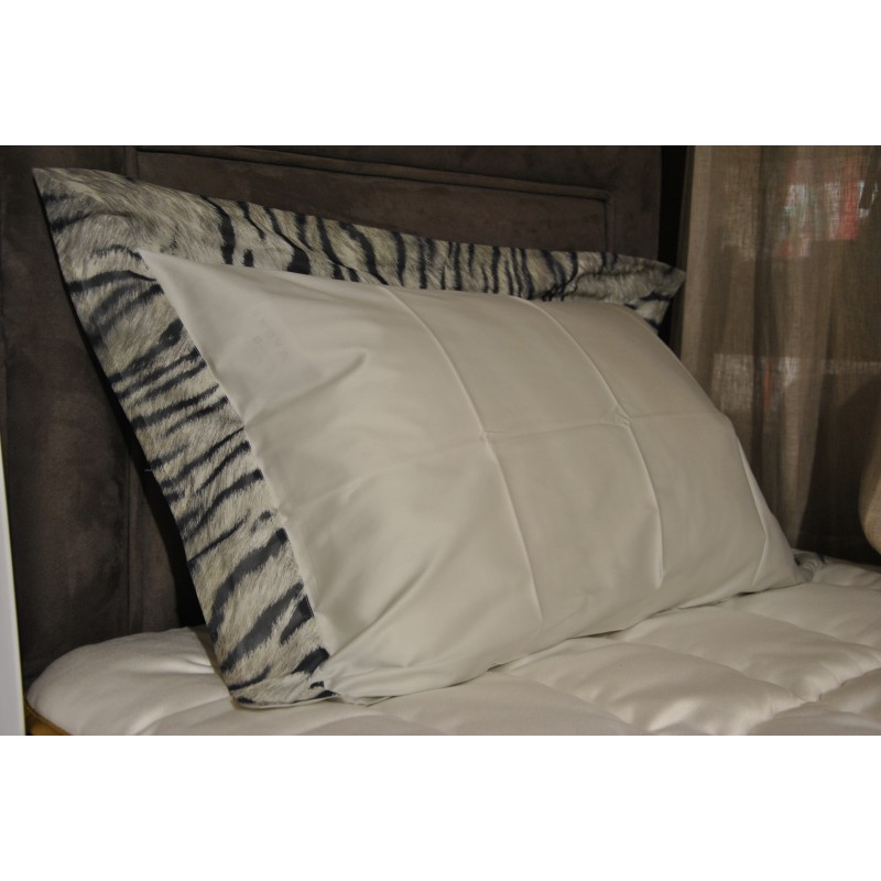 https://www.styles-interiors.ch/5382-thickbox/housse-de-couette-160-x-210-cm-et-1-taie-d-oreiller-50-x-70-cm-mastro-raphael-savage-zebre.jpg