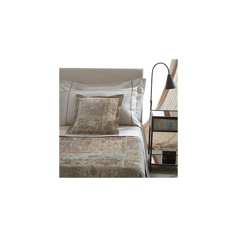 https://www.styles-interiors.ch/6048-thickbox/couvre-lit-kerman-270-x-270-cm-motifs-cachemire-tons-de-beige-pique-en-carres-mastro-raphael.jpg