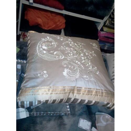 Coussin en soie brodée col.beige, dim.40x40cm, Designers Guild