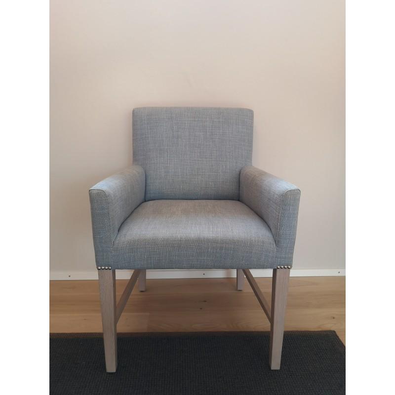 https://www.styles-interiors.ch/7383-thickbox/shoreditch-carver-chair-harry-flax-blue-pale-oak-legs.jpg